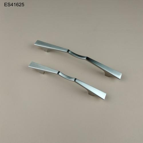 Zamak Furniture and Cabinet handle  ES41625